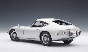 Amazon.com: Toyota 2000 GT Upgraded Silver 1:18 Autoart: Toys & Games
