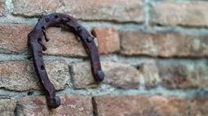 លទ្ធផលរូបភាពសម្រាប់ gantungan tapal kuda