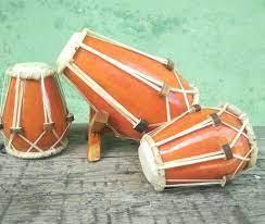 Idiofon adalah alat musik yang membuat suara yang utamanya oleh alat tersebut sebagai pemvibrasian secara keseluruhan—tanpa penggunaan string atau membran. Terlengkap Alat Musik Tradisional Dari Jawa Barat Gambar