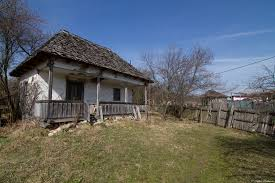 Imagini impresionante: Acest bunic le duce pâinea ultimilor locuitori din satul vâlcean, Firijba