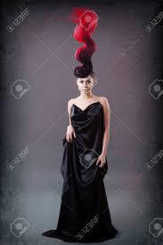 ファンタジーの炎のような髪型と女性のスタジオ ポートレート の写真素材