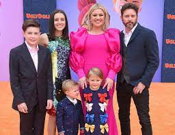 Kelly Clarkson Refuses To Pay Ex ...