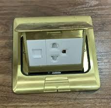 Ổ cắm âm sàn SINO kiểu A vuông vàng đồng P001/1/DO/A (gồm 1 mạng + 1 ổ đơn  3 chấu) - Thiết bị điện Hecico