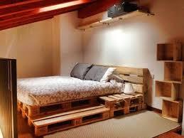 Im beispiel wurden die blenden in palisander. ᐅ Palettenbett Selber Bauen Diy Europaletten Bett Anleitung