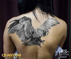 татуировка на спине у девушки орел фото рисунки эскизы