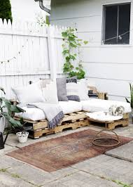 diy pallet couch themerrythought
