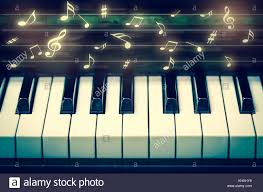 Diesen tipp gebe ich allen leuten, die noten lernen wollen. Closeup Tastatur Von Piano Mit Noten Musikinstrumente Stockfotografie Alamy