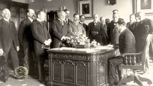 oval office resolute desk. The Story Of Why Resolute Desk Was Given By Queen Victoria To President United States Oval Office
