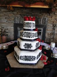 Black And White Wedding Cake With Red Roses Cakecentralcom