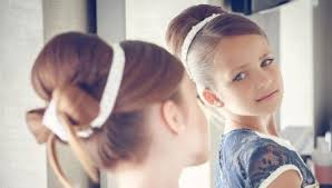 Если требуется зрительно увеличить густоту волос, можно просто сделать начес. Pricheski V Detskij Sad Na Vypusknoj 72 Foto Kak Delat Krasivye Pricheski Devochkam V Detskij Sadik Svoimi Rukami Prostye Varianty Dlya Rebenka