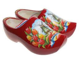 red tulip clogs
