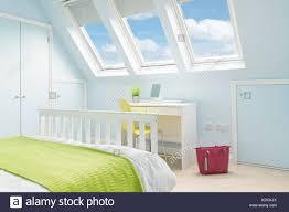Ein Helles Frisches Schlafzimmer Im Loft Mit Doppelbett Moderne