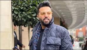 يعقوب بوشهري يكشف عن معاناته مع غرفة ملابسه الفاخرة.. والجمهور: اتبرع فيهم