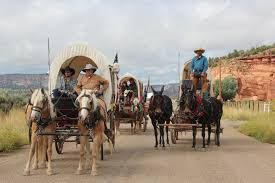 pioneer wagon train. a big group of wagons traveling together - wagon train photo gallery (18 50 pioneer e