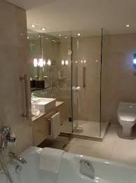 Holiday Inn Bangkok Silom: Excellent new bathrooms (club floor)