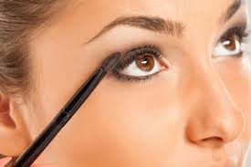 applying makeup for smoky eyes