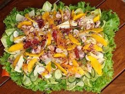 Resultado de imagem para Salada Rica cenoura kanikama abobrinha manga cogumelo tomate cebola folhas