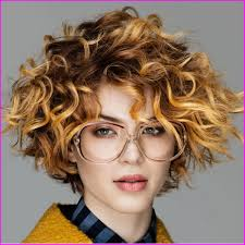 Best Short Haircuts For Curly Hair Round Face 2019 Best Short