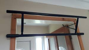 DOOR MOUNTED PULL up / chin up bar. Hooks onto doorway - £14.50 ...