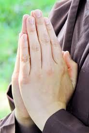 Kết quả hình ảnh cho chắp tay khấn nguyện
