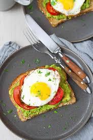 avocado toast with egg tomato
