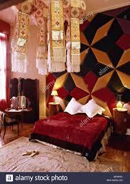 Dramatisches Schlafzimmer Stockfotos Dramatisches Schlafzimmer