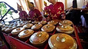 Arumba merupakan alat musik yang terbuat dari bambu yang berasal dari daerah jawa barat. 9 Jenis Alat Musik Tradisional Sumatera Barat Gambar Dan Penjelasan