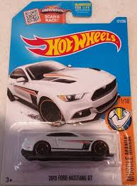 Amazon.com: Hot Wheels, 2016 Muscle Mania, 2015 Ford Mustang GT ...
