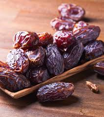 15 Amazing Benefits and Uses Of Dry Dates (Chuara) For Skin, Hair ...