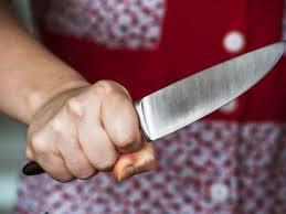 Нанесення ножового поранення