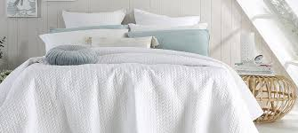 your guide to quilts vs coverlets