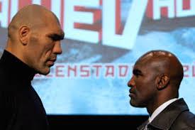 En la esquina contraria estará Nikolai Valuev, quizás el boxeador con el físico más impresionante que se haya visto en la historia del boxeo. - holyfield_dentro