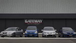 nigel thompson has since been hired as a car sman at the gateway motor pany in
