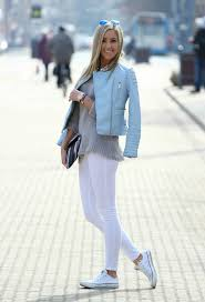 what to wear with a light blue blazer women