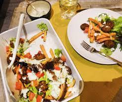 Vegetarische Ovenschotel Met Zoete Aardappelfriet En Falafel