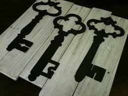 image of diy skeleton key wall decor