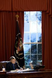 oval office resolute desk.  resolute behind the lens 2015 year in photographs the presidentmichelle obamawhite  housesobama oval officeresolute desksanftbarack  intended office resolute desk