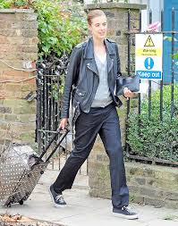 keeping it casual now that she s retired agyness deyn doesn t too concerned