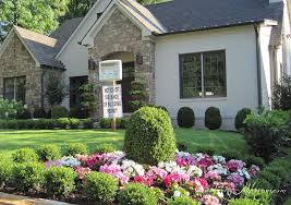 Front Yard Inspiration Small Boxwood Hedges