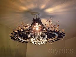 make a chandelier out of hangers candelabro feito de cabides