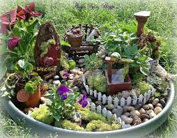 Mini garden in a container. DIY Fairy Garden Ideas 3