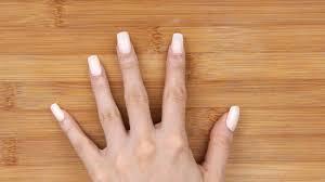 filling acrylic nails