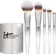 it cosmetics holiday 2017 arrives with new brush sets musings of a muse