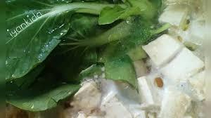 Masakan unik khas medan ini berupa mie yang diguyur dengan kuah sop berbumbu lezat. Soto Ayam Miso Dimanaja Com