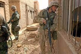 اسلحه بلا حدود - مشاة البحرية الأمريكية مع الفرقة السابعة...
