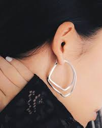 add instant glam to any outfit with this unique looking hoop es in gold rose gold and silver elevateyourstyle theone earringsoftheday 47