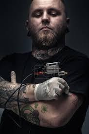 Fotografie Muž Tattoo Umělec S Tetování Stroj 70891391 Fotobanka