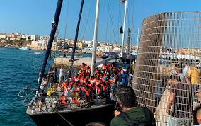 Migrants In Italy Boat Dispute Disembark On Lampedusa Business Insider