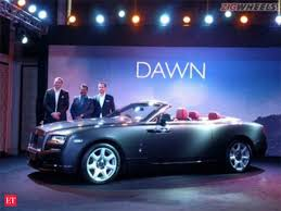 rolls royce launches dawn convertible at rs 6 25 crore the economic times