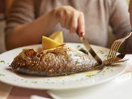 pregnant women eating fish ile ilgili görsel sonucu